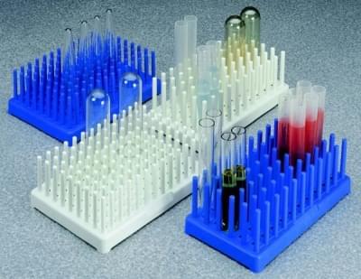 Stojan na zkumavky, kolíkový, modrý, PP, 8 × 12 míst, pro průměr 10 - 13 mm